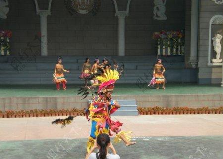 印第安人欢庆节日图片