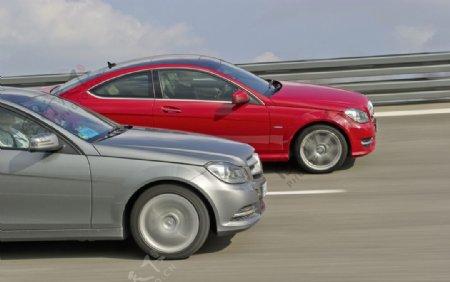 奔驰轿车竞速图片