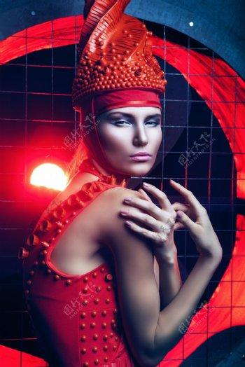 美女红衣彩妆人体艺术图片
