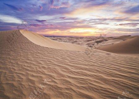 沙漠天空和沙子壁纸网站背景图片