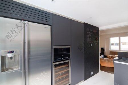 现代客厅墨蓝色背景墙室内装修效果图
