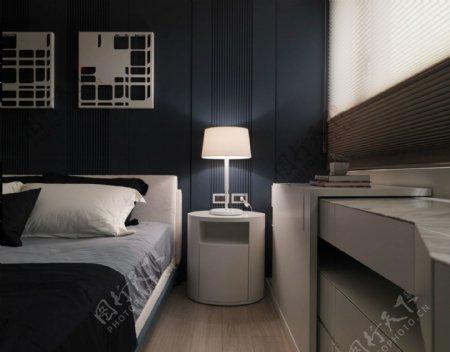 时尚雅致卧室深蓝色背景墙室内装修效果图