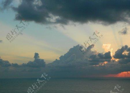 海面云海霞光桌面壁纸