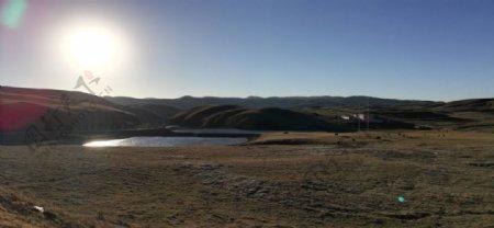 大山湖泊日落风光