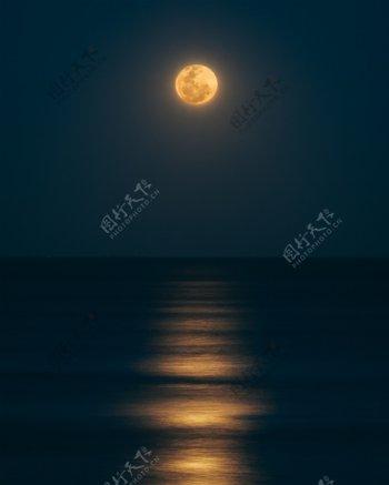 海水月亮图片