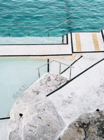 海水阶梯户外风景背景海报素材图片