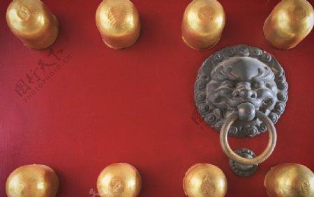 中式大门朱门及门环图片