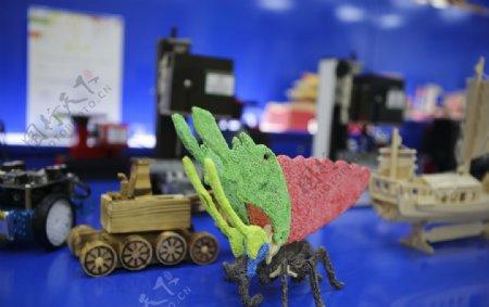 益智玩具店玩具蝴蝶坦克车图片
