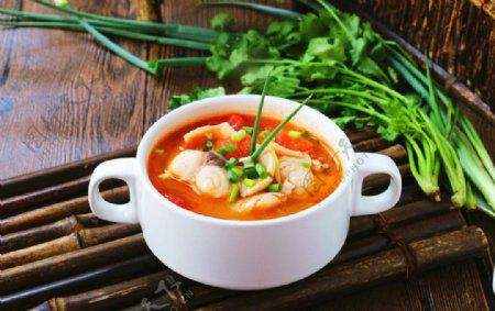 夏日的美食简单开胃番茄鱼片汤图片