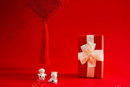 精致的牛年礼物盒图片
