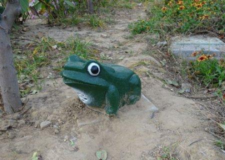 青蛙雕塑图片