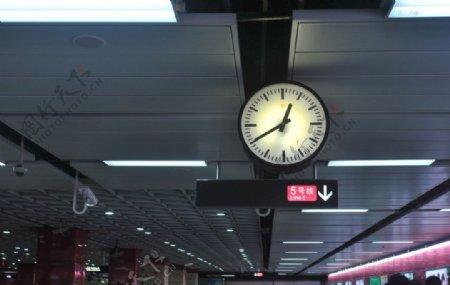 地铁钟表图片