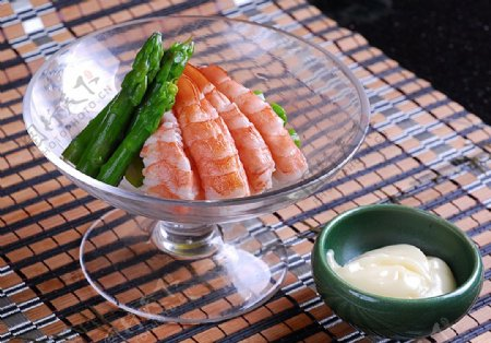 日韩料理虾芦笋沙拉图片