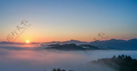 雷公山日出凌家谱摄图片