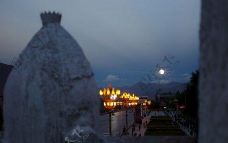 西藏布达拉宫赏月图片