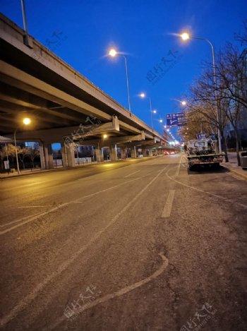 晨曦中的高架桥图片